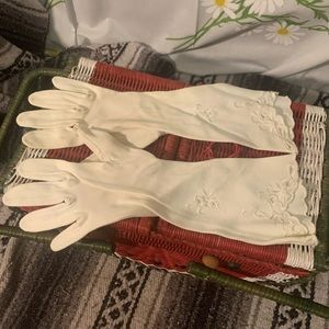 Vintage Accessories - Vintage embroidered white opera mid length gloves